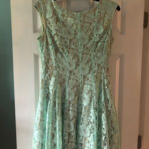 👗 Julian Taylor Dress